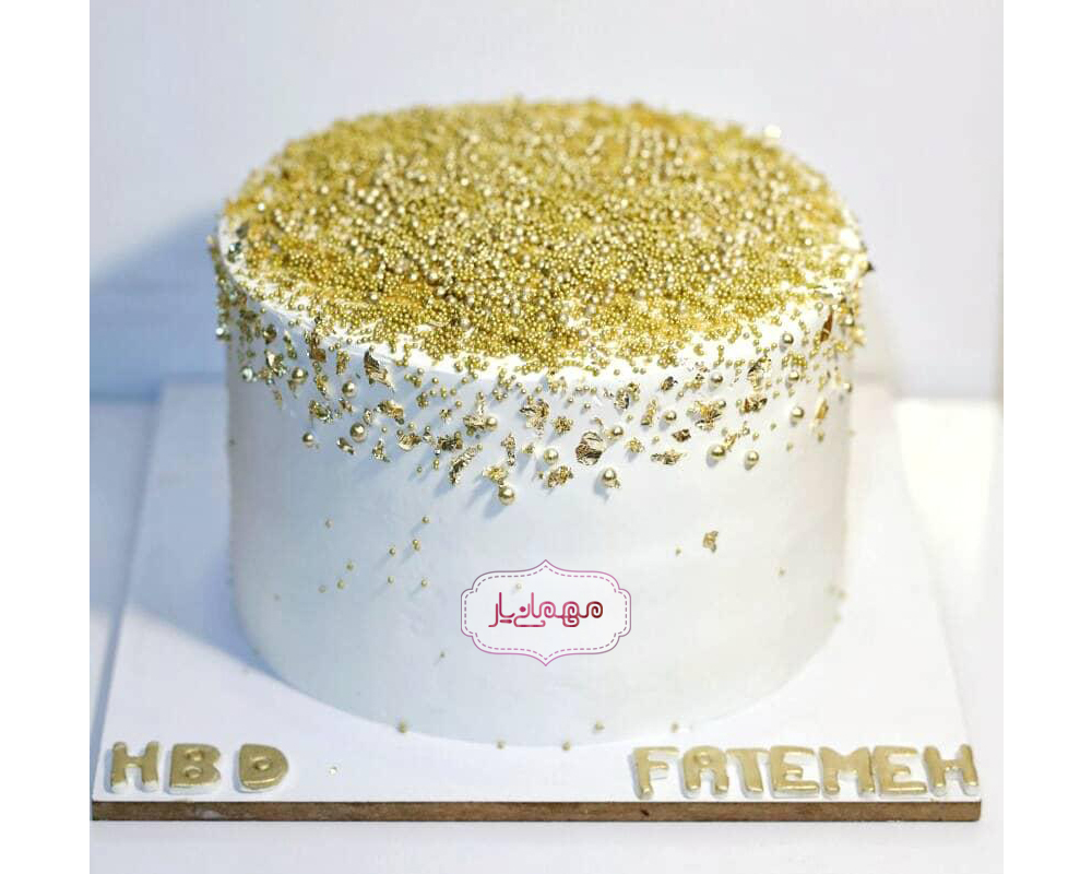 کیک سفید و طلایی