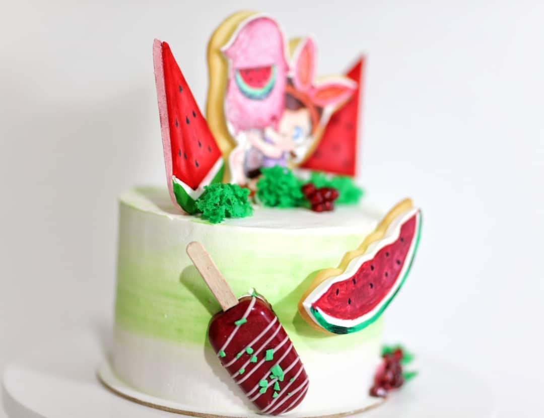 کیک با دکور یلدا